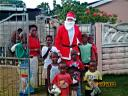 25-dec-2009-weaver-as-santa-group-of-children.JPG