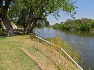 25sept14 - Vaal River