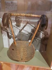 oct14 - Kim - Endongo lyre - Uganda