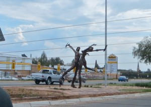 18dec14 - Klerksdorp statue