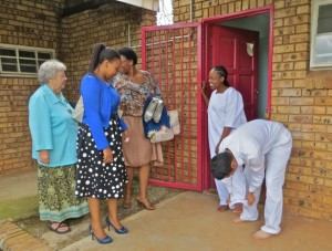 feb15 - Adjusting legs - sis Mpho